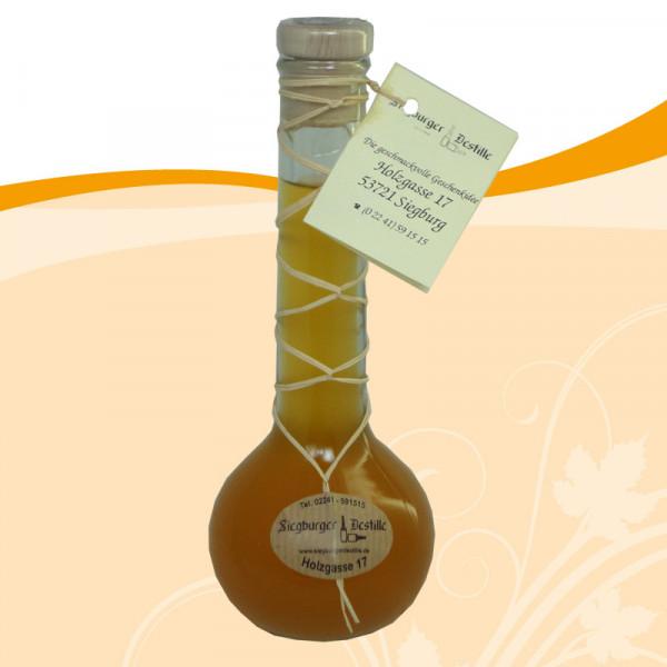 Aprikosen-Aperitif auf Weißweinessig