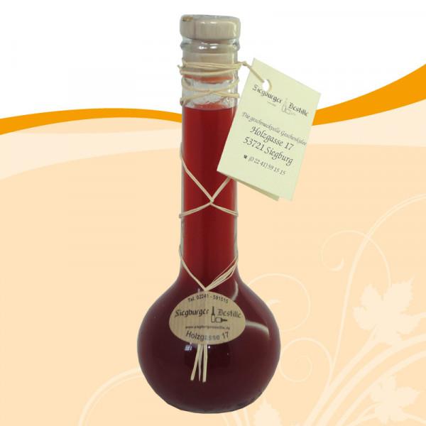 Erdbeer-Aperitif auf Weißweinessig